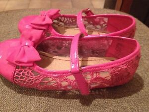 Girls pink dress shoes - size 10 Peterborough Peterborough Area image 2