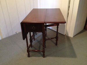 Small Gate-leg Occasional Table London Ontario image 4