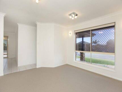 Enjoy the summer, single room available in a house with a pool Brisbane Region Preview