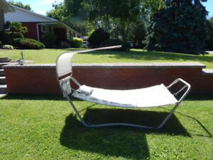 HILLCREST STEEL PADDED HAMMOCK WITH CANOPY