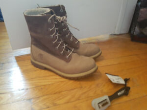 Women's Size 10 Timberland Authentic Teddy Fleece Boots