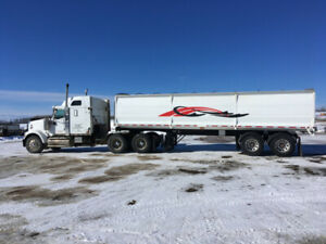 Excellent Working Truck and Silage/Grain End-Dump Trailer