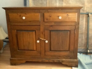 Commode en pin massif style Nouvelle-France