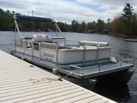 1992 20' Sweetwater pontoon boat with 1999 60hp Mercury