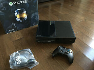 Like new Xbox One 500 GB for sale