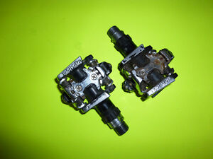Specialized dual sided clip in pedals.