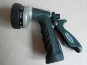Yardworks Hose Gun 10 patterns / Pistolet d'arrosage 10 réglages