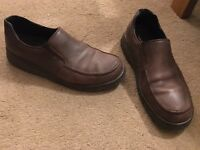 Men's size 10 hush puppies shoes. Brown