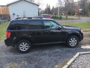 2011 Mazda Tribute - $4500 includes winter tires on rims!!