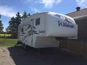 2006 Wildcat 24' Fifth Wheel