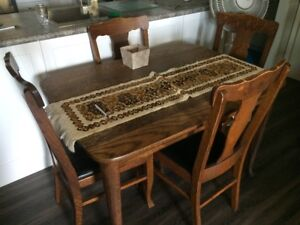 Oak Dining Set (Table, 2 leaves, and 6 chairs)
