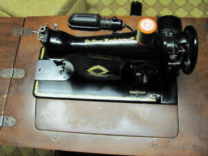 Singer Sewing Machine for sale 1948 vintage. Immaculate conditio
