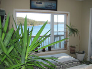 OPEN HOUSE Sun 2-4 OCEAN FRONT Across From Granite Springs
