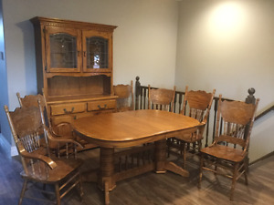 *****PRICE REDUCED **** Oak Dining Set