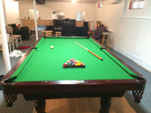 Dufferin Pool Table. Regulation size - 4.5x9, + accessories