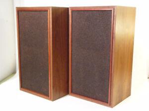 Vintage Realistic Optimus 5B Walnut 3-way Speakers