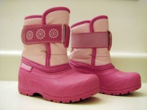 Size 5 toddler snowboots for sale.