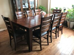 Beautiful wood dining table and 8 chairs