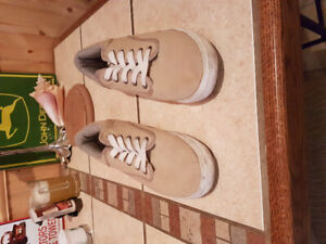 NEW NEVER WORN - American Eagle. Mens Size 9.5.