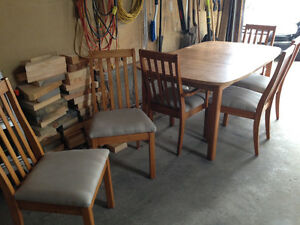 Table with 6 wooden chairs