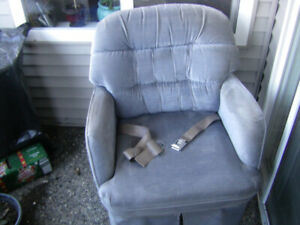 R Vs swivel arm chair