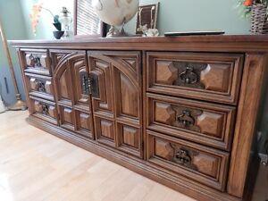 bureau avec 9 tiroirs en érable piqué 76 pouces de long
