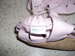 Robeez Girls Pink Shoes Located in Marmora Belleville Belleville Area image 3