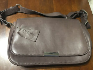 f4d72064af Danier Bag Leather | Kijiji in Ontario. - Buy, Sell & Save with ...
