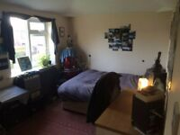 Big Bright Double Room With Garden View in Withington