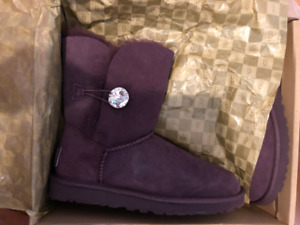 458d36f0683 Uggs   Kijiji in British Columbia. - Buy, Sell & Save with Canada's ...