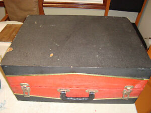 VINTAGE 1950's CANADIAN MARCONI PORTABLE RECORD PLAYER