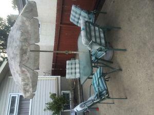 Patio set table 4 chairs & umbrella
