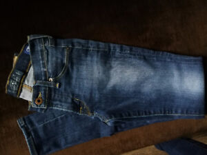 00 Lucky Brand jeans.