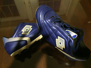 Geat Condition Youth Soccer Cleats Size 3.5 USA or 2.5 U.K.
