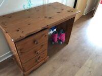 Silod pine desk