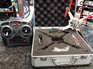 Drone Microquad avec tu00E9lu00E9commande programmable( u021671 )
