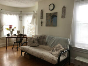 Bright, clean 2-bedroom apartment in Owen Sound for APRIL 1