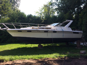 Bayliner 33 ft - 1987 - Great Deal Will Sell Fast