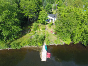 Cottage Blue: Private, waterfront with hot tub this summer!