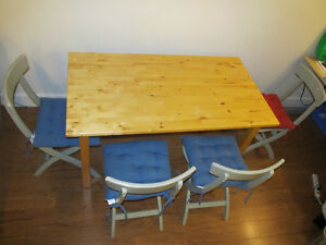 Kitchen Table and chair (with color cushions)
