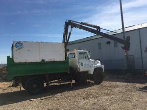 Ford L8000 with Hiab 070 crane
