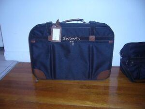 Valises de voyage et sac à mains à bandoulière
