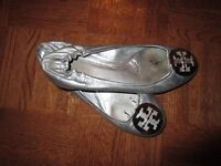 Tory Burch Flats in Silver finish.