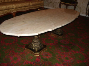 Table en marbre de 5 pi en excellente condition