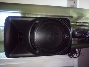 Pair Mackie SRM 450 V3 powered P.A. Speakers