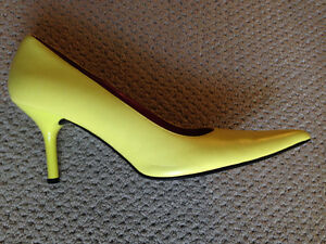 "Steve Madden ""Classie"" yellow pumps - size 9"
