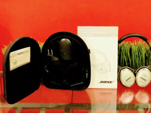Bose Quiet Comfort Noise Cancelling Headphones - Like New $140!!