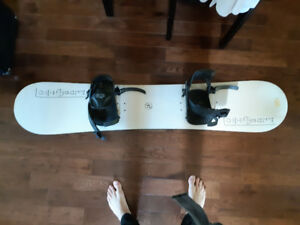 Snowboard with adjustable bindings good condition