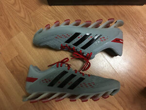 Mens running shoe ADIDAS SPRINGBLADE size 13 (9/10 condition)