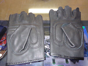 Finger-less gloves, leather in med.  recycledgear.ca